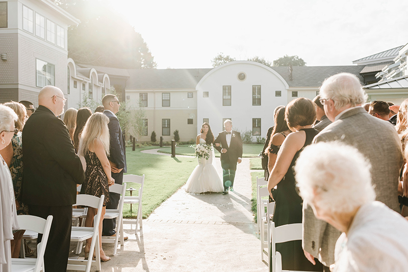 outdoor summer wedding ceremony at Grove